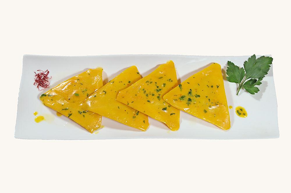 Scrigni di pasta fresca, ripieni di pesce spada in salsa allo zafferano
