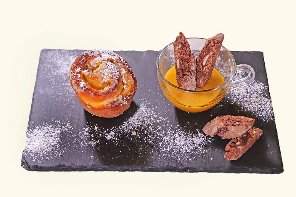 Torta di rose con zabaione e cantucci al cioccolato
